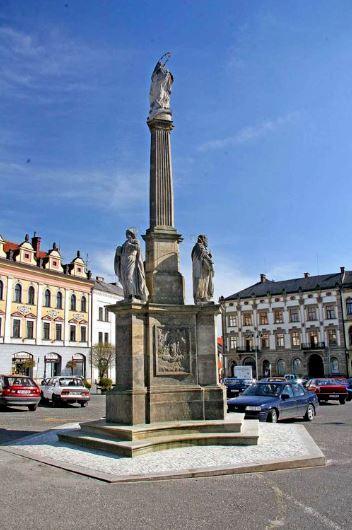 Mariánský sloup na náměstí Jiřího z Poděbrad