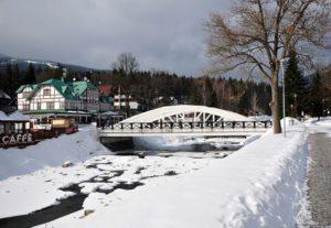 Obloukový most přes řeku Labe
