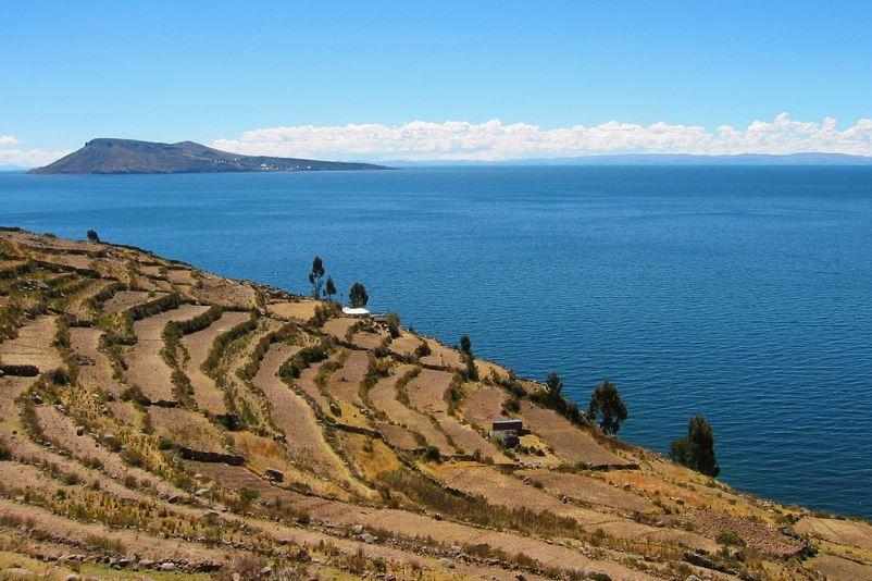Ostrov Amantani na jezeře Titicaca