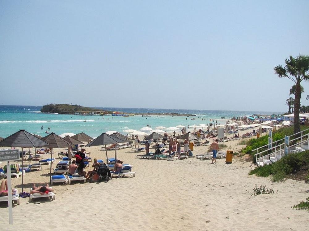 Pláž v Nissi Beach