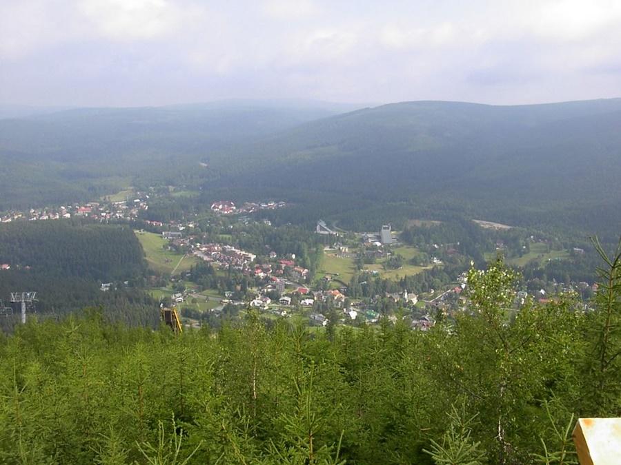 Pohled na střed Harrachova z Čertovy hory